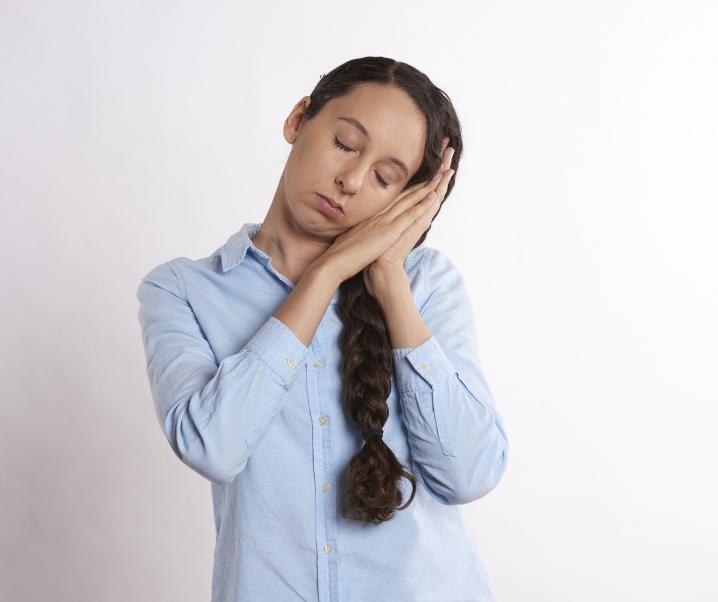 Ständige Müdigkeit nach den Mahlzeiten kann auf Krankheit hindeuten