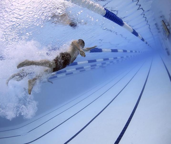 Vielgelobtes Schwimmen zur Gewichtsreduktion ungeeignet – was neueste Studie herausgefunden hat