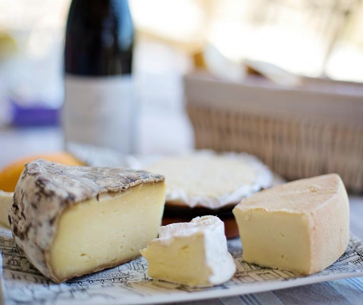 Käse bewahrt die Blutgefäße vor Schäden durch zu viel Salz