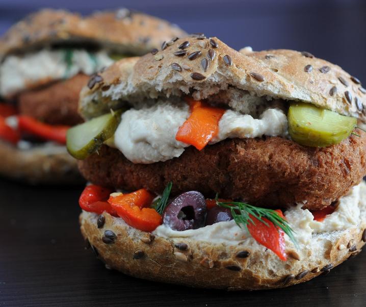 Diese Zusätze machen Fleischersatzprodukte zur ungesunden Fast-Food-Falle