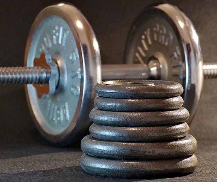 Mehr Gewicht, mehr Muckis? Muskelaufbau auch mit leichten Gewichten möglich