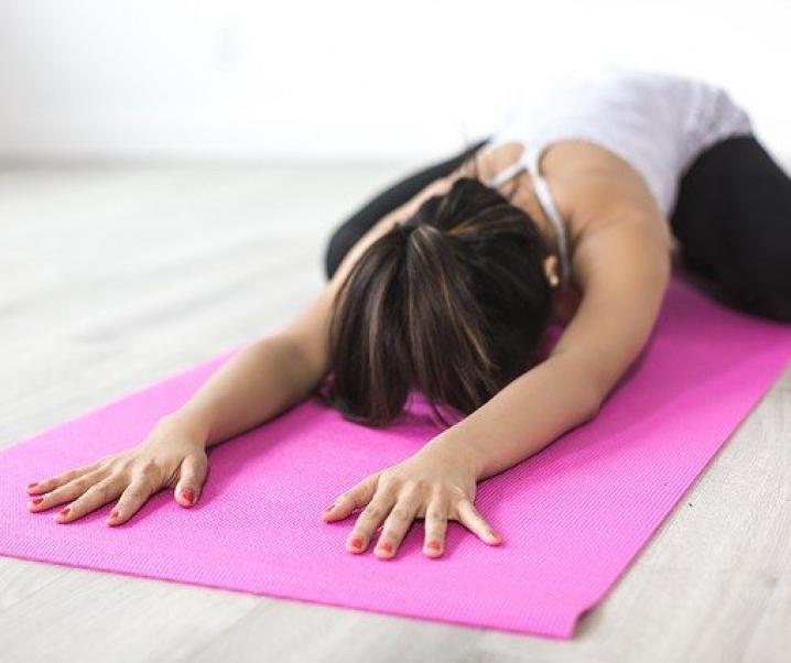 Rückenschmerzen? Yoga und Physiotherapie wirken am besten