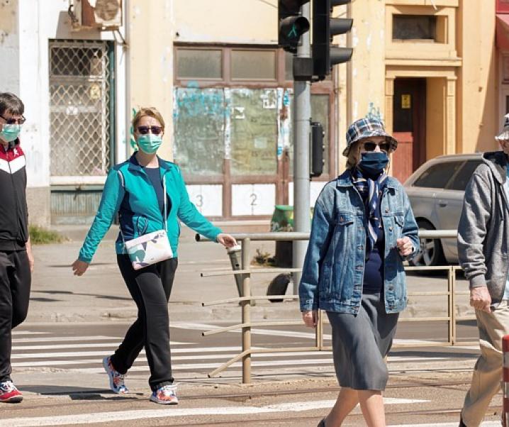 Corona: Mit Mund-Nasen-Schutz zur Herdenimmunität?
