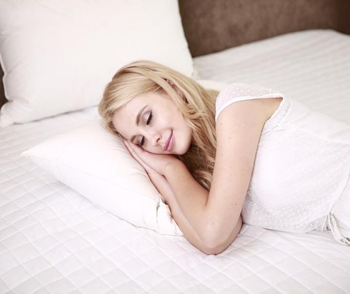 Rückenschmerzen lindern mit der richtigen Schlafposition
