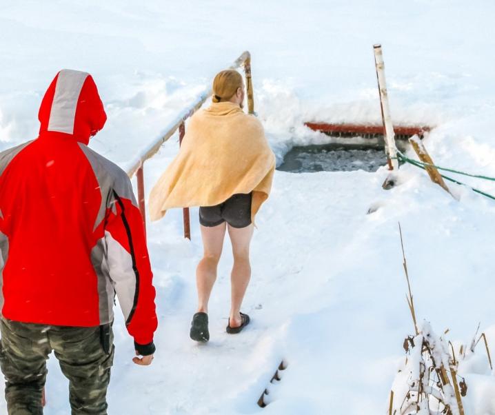 Adrenalinkick Eisbaden: Dank Kälteschock zu mehr Gesundheit?
