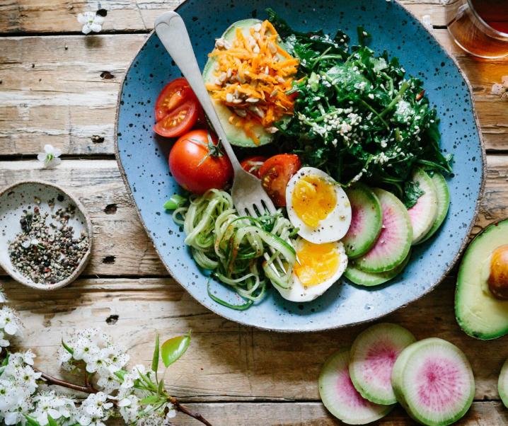 Kombination aus Vegan und Paleo: Was hat es mit der peganen Diät auf sich?