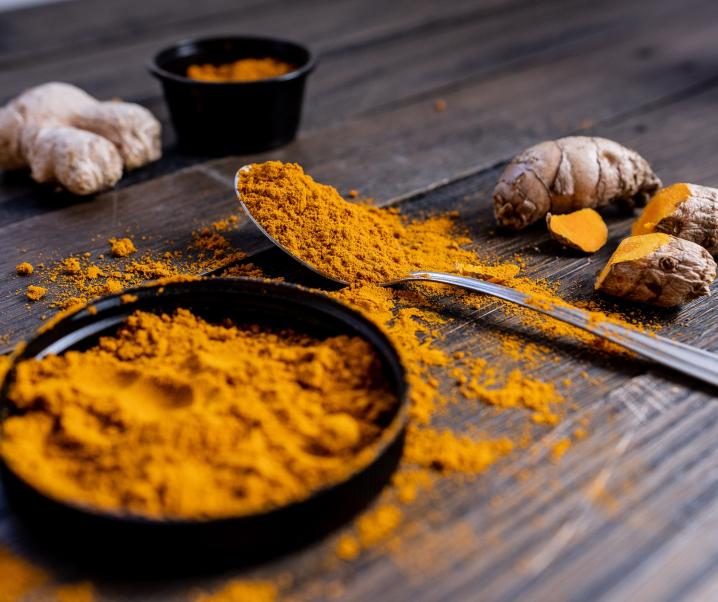 Superfood Kurkuma hilft bei Osteoporose und Verdauungsproblemen