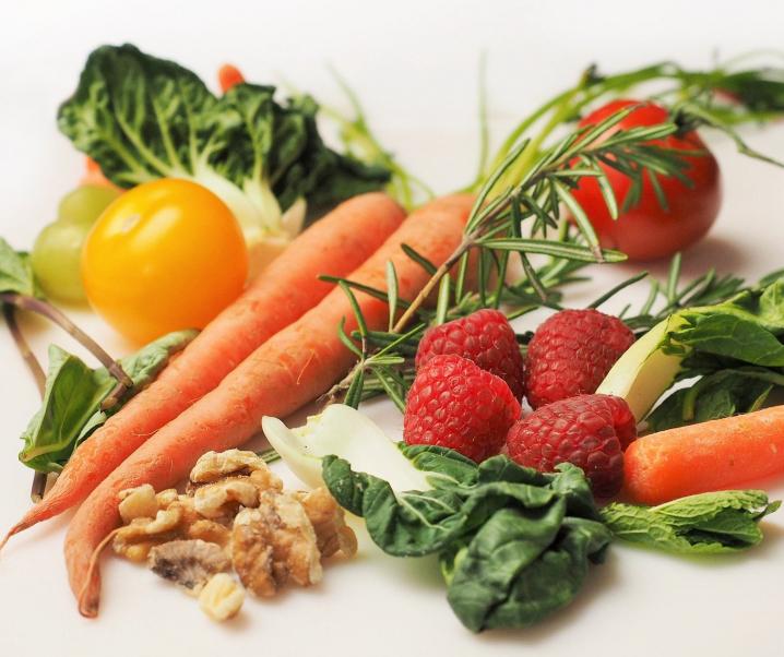 Neurodermitis effektiv bekämpfen mit der richtigen Ernährung
