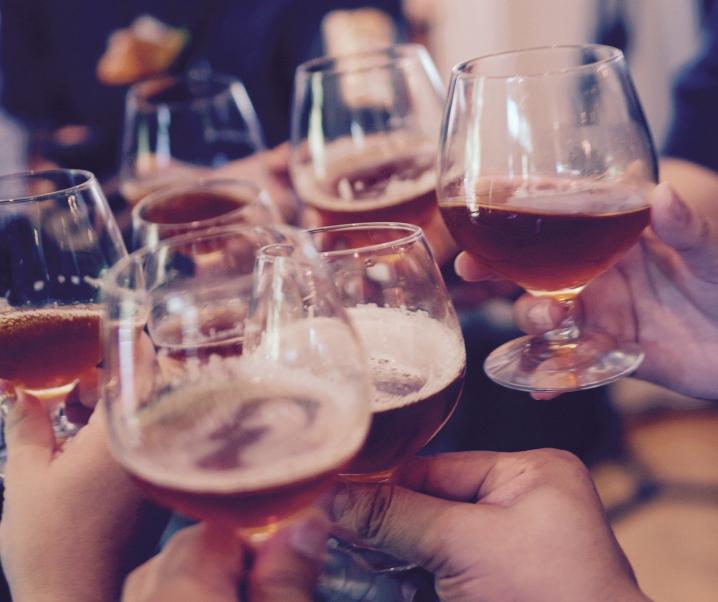 Vorhofflimmern: Alkohol bringt Herz bereits in geringen Mengen aus dem Takt