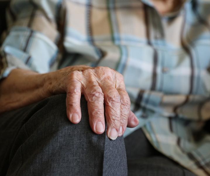 Körperliche Abnutzung: Gehören Schmerzen unvermeidbar zur natürlichen Alterung?