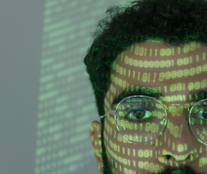 Rosarote Brille? App will Corona-Infektion am Auge erkennen können