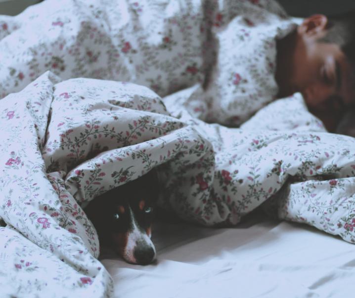 Guter Schlaf trotz Hitze? So gelingt es