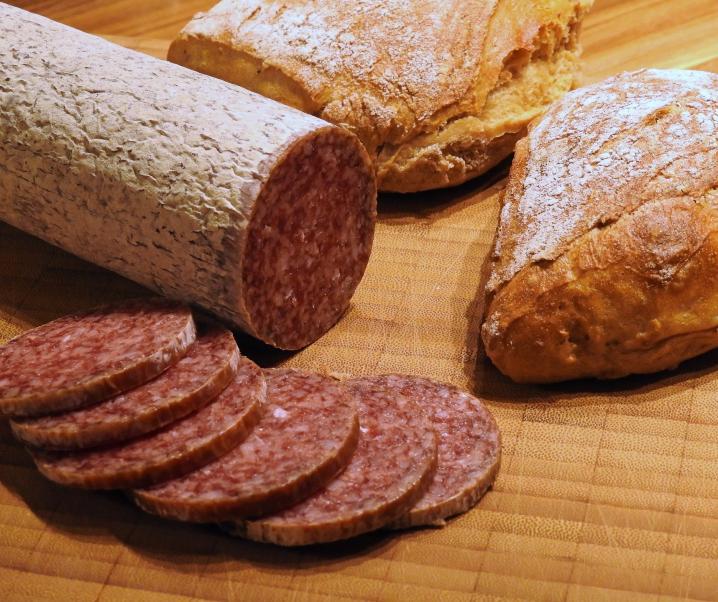 Salmonellengefahr im Wurstregal: Hersteller ruft Salami zurück