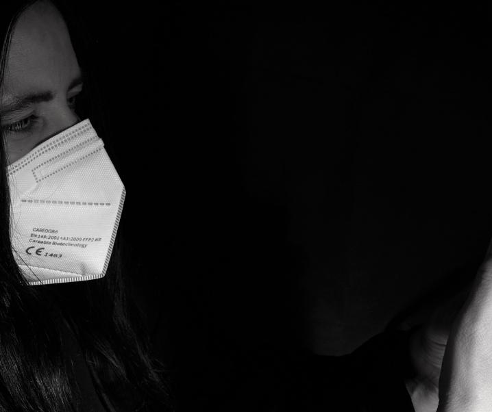Covid-19: Sensoren in Masken sollen Viren erkennen können
