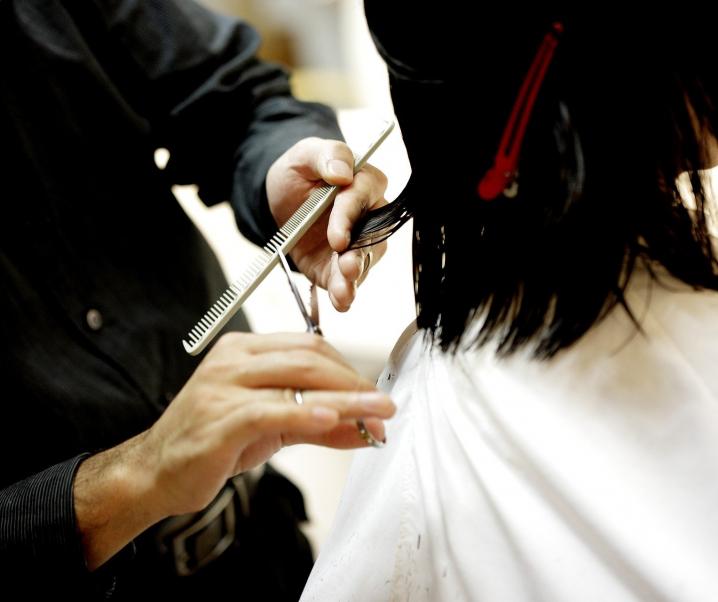 Allergie beim Haareschneiden? Studie deckt Gesundheitsrisiken in der Friseurbranche auf