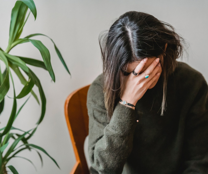 Verhängnisvolles Wechselspiel: So beeinflussen Hormone die Depressionstherapie
