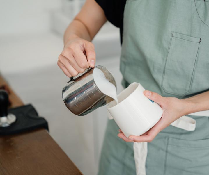 Hafermilch, Mandelmilch und Co. – die 5 beliebtesten Milchalternativen im Vergleich